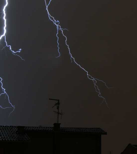 http://www.dreamstime.com/free-stock-photography-lightning-1-rimagefree1031503-resi3135722